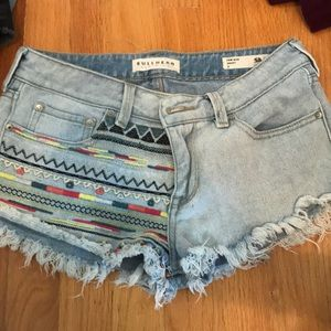 patterned low rise jean shorts